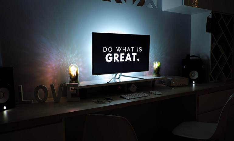 Screen showing the message 'Do what is great'.