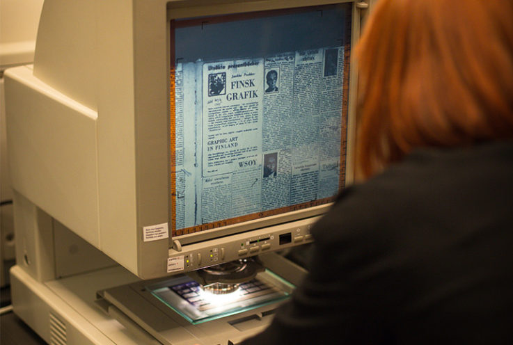 Using a microfilm reader in the pre-Papers Past digital archive era.